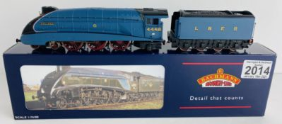 Bachmann 31-952 OO Gauge Mallard LNER with Valances Boxed P&P Group 1 (£14+VAT for the first lot and