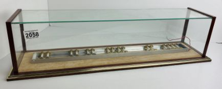 Picture Pride O Gauge Locomotive Glass Top Case Display with Rolling Road (16x Rollers) 64cm x