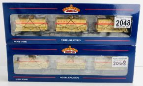 2x Bachmann OO Gauge 37-666Z War Office 14T Tank Wagons - CASTLE TRAINS EXCLUSIVE Boxed P&P Group