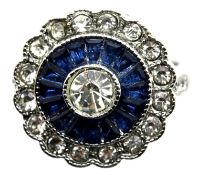 White metal, blue daisy flower head solitaire dress ring, size K/L. P&P Group 1 (£14+VAT for the