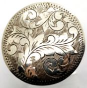 Silver vintage engraved circular brooch, D: 34 mm. P&P Group 1 (£14+VAT for the first lot and £1+VAT