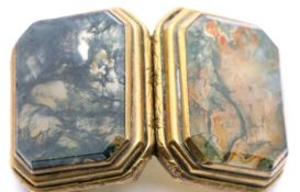 19thC gilt metal and moss agate snuff box with chamfered corners, L: 37 mm. P&P Group 1 (£14+VAT for