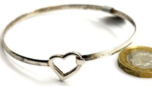 Ladies 925 silver solid heart bangle, D: 6 cm. P&P Group 1 (£14+VAT for the first lot and £1+VAT for