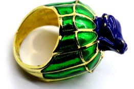 Ladies enamelled frog dress ring, size L. P&P Group 1 (£14+VAT for the first lot and £1+VAT for