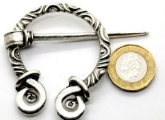 White metal penannular Nordic style cloak/brooch pin, D: 5 cm. P&P Group 1 (£14+VAT for the first