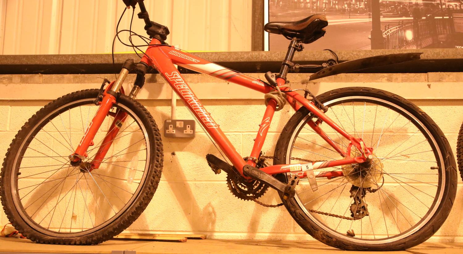 Gent specialised Hard Rock mountain bike 24 speed, 16'' frame. Not available for in-house P&P