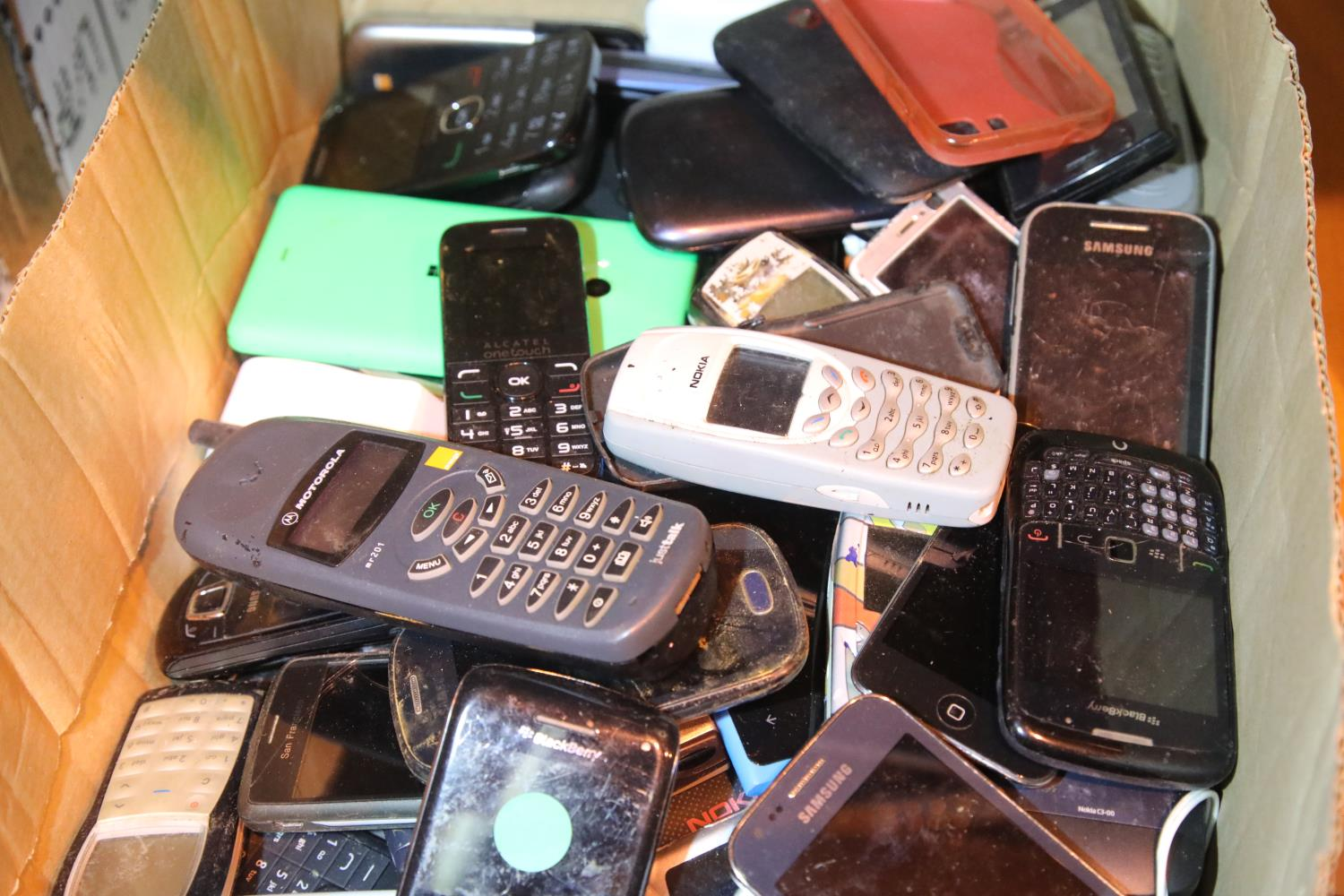 Tray of mixed mobile phones to include Samsung mini, Nokia etc. Not available for in-house P&P