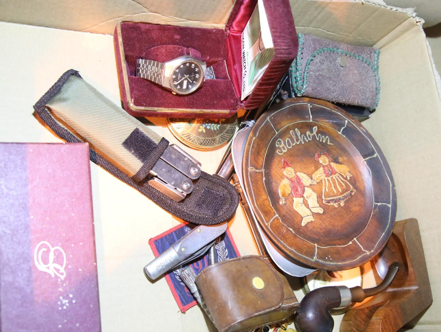Box of mixed collectables including pens and wristwatches. P&P Group 1 (£14+VAT for the first lot