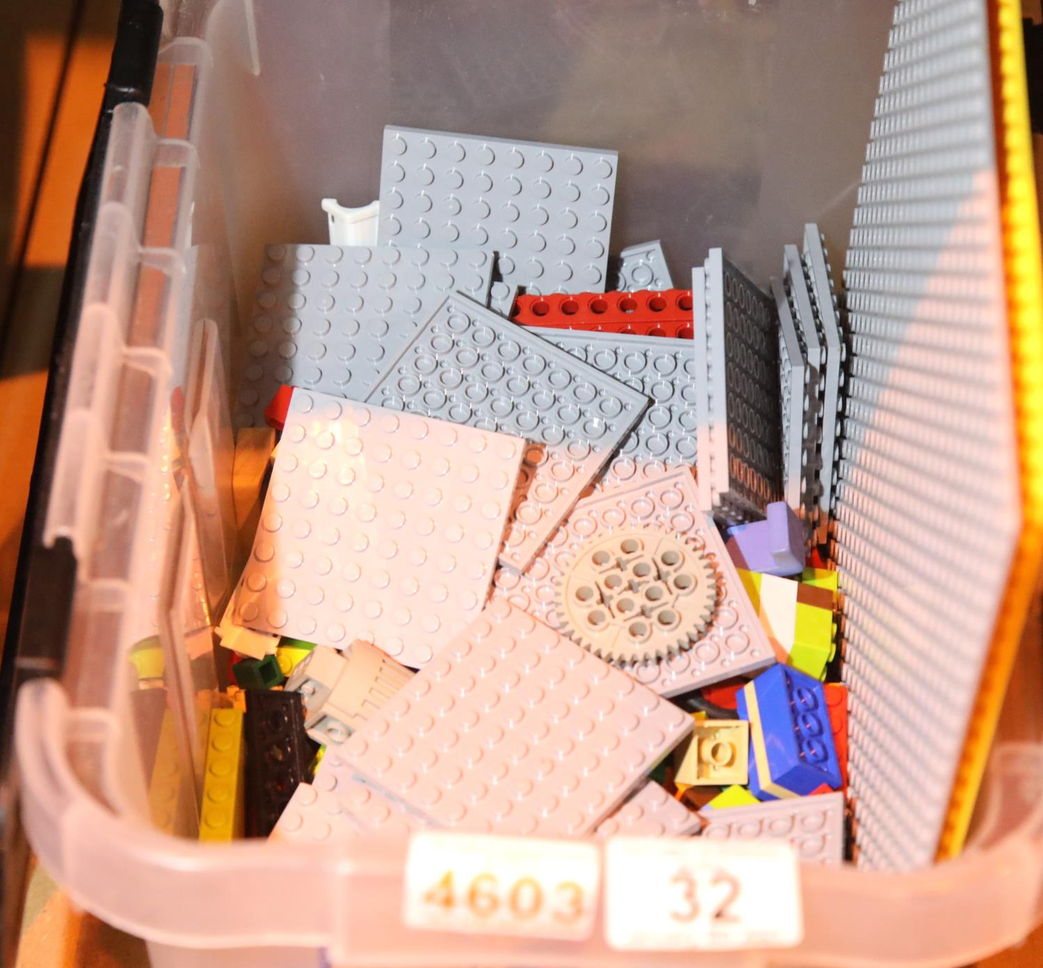 Box of mixed Lego type building blocks. Not available for in-house P&P