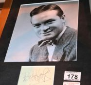 Bob Hope photograph with signature, no provenance. P&P Group 1 (£14+VAT for the first lot and £1+VAT