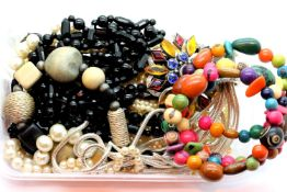 Tray of costume jewellery necklaces. P&P Group 1 (£14+VAT for the first lot and £1+VAT for