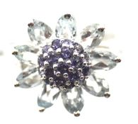 9ct white gold aquamarine and iolite ring. With certificate, size K, 4.4g. P&P Group 1 (£14+VAT