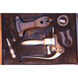 Cased corkscrew and stopper set. P&P Group 1 (£14+VAT for the first lot and £1+VAT for subsequent