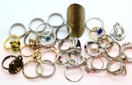 Collection of silver coloured dress rings and sixteen mixed fashion rings. P&P Group 1 (£14+VAT