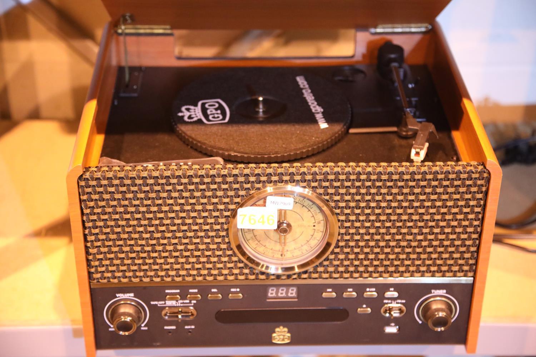 GPO Chesterton analogue retro music centre, three speed turntable, CD/MP3/USB player, FM radio,