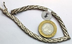 Ladies 1970s silver solid link bracelet. L: 18 cm. P&P Group 1 (£14+VAT for the first lot and £1+VAT