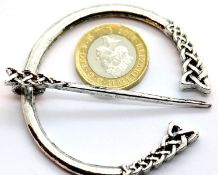White metal penannular Nordic style cloak/brooch pin, D: 6 cm. P&P Group 1 (£14+VAT for the first