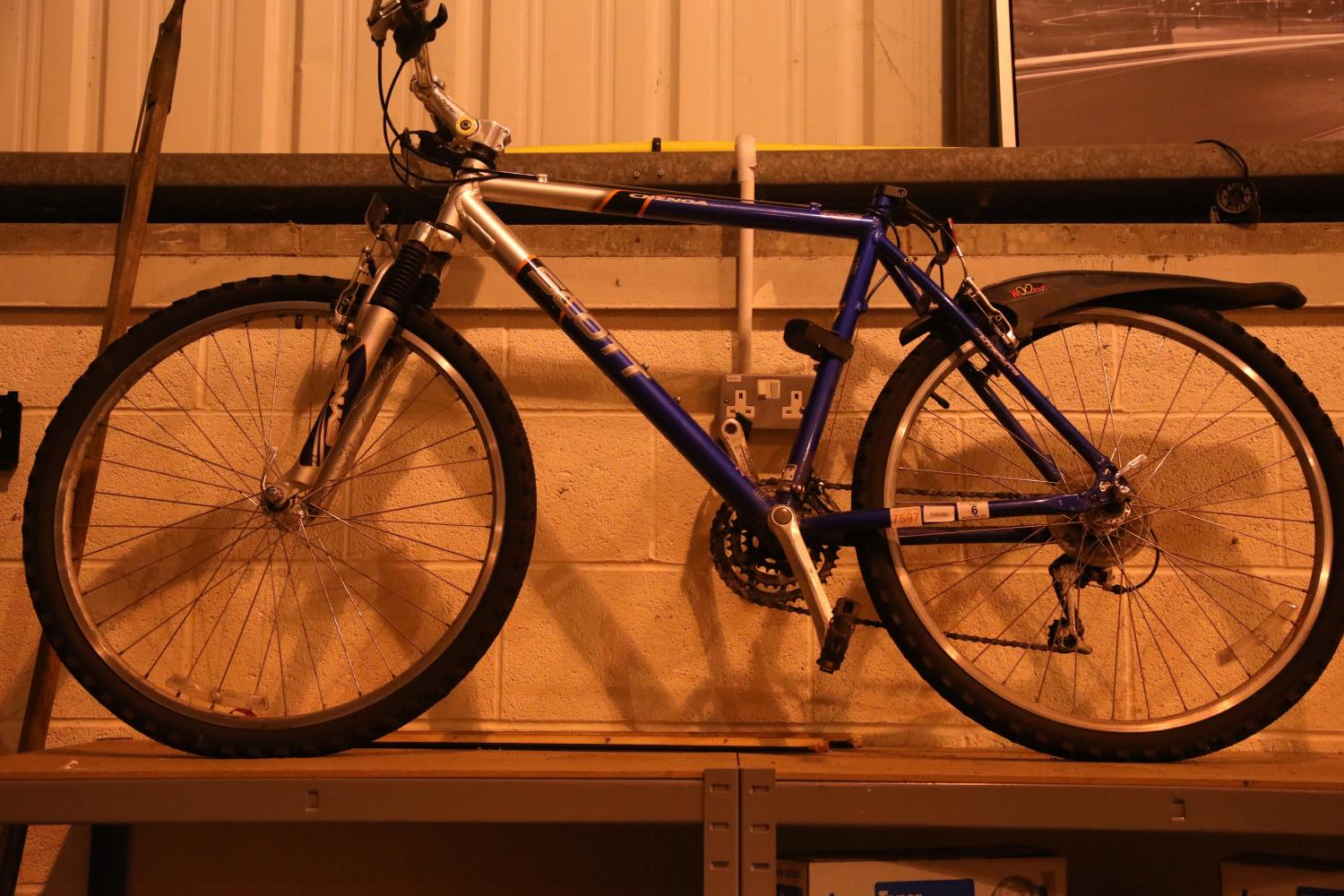 """Scott Chenoa 24 speed mountain bike with 21"""" frame. Not available for in-house P&P, contact Paul O'"""