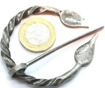 Antique type penannular Nordic style brooch/shawl pin. P&P Group 1 (£14+VAT for the first lot and £