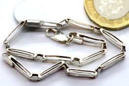Ladies 925 silver bracelet, L: 19 cm. P&P Group 1 (£14+VAT for the first lot and £1+VAT for