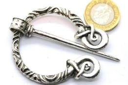 White metal Norse type penannular cloak pin. P&P Group 1 (£14+VAT for the first lot and £1+VAT for