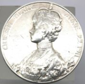 925 silver King George V coronation medal 1911. P&P Group 1 (£14+VAT for the first lot and £1+VAT