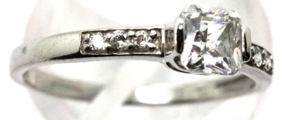 9ct white gold stone set ring, size O, 1.7g. P&P Group 1 (£14+VAT for the first lot and £1+VAT for