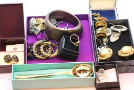 Box of mixed plated and other earrings, ladies dress rings etc. P&P Group 1 (£14+VAT for the first