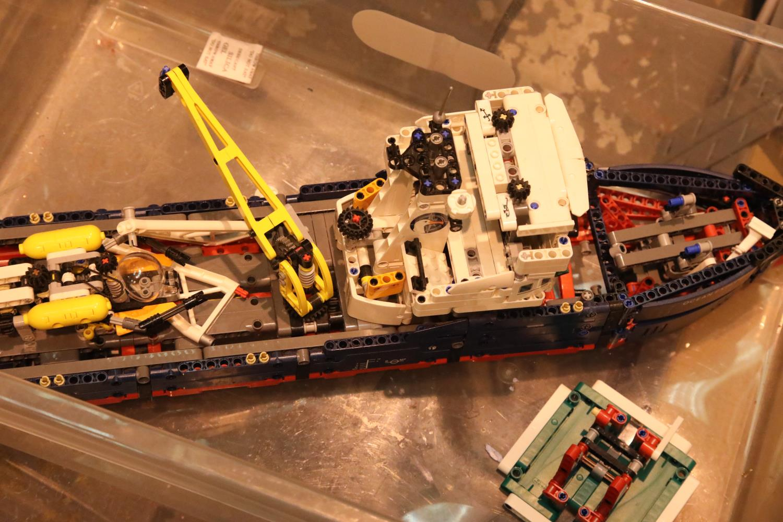 Part built Lego Polar explorer ship. P&P Group 2 (£18+VAT for the first lot and £3+VAT for
