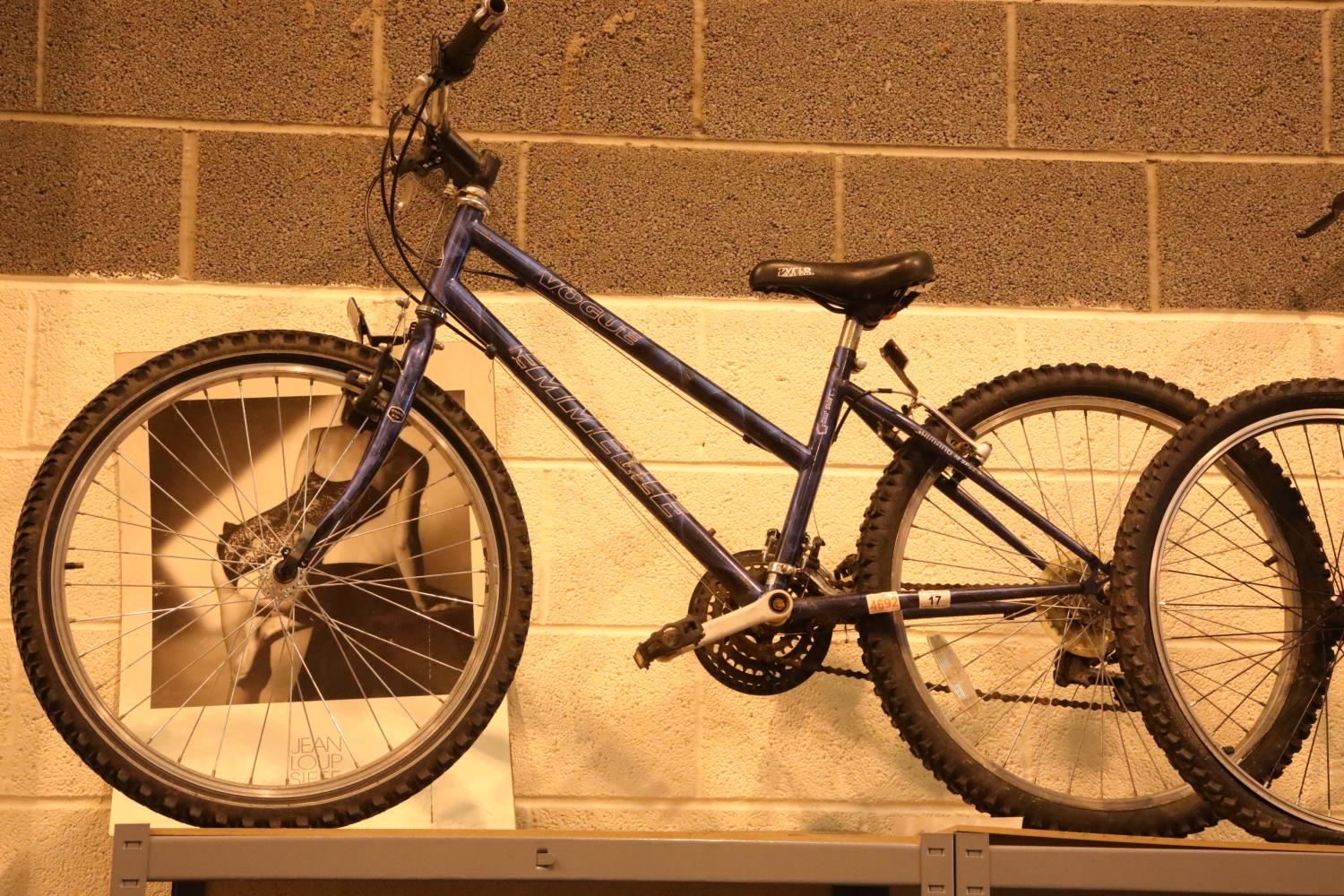 """Emelle Vogue 18 speed bike with 14"""" frame. Not available for in-house P&P, contact Paul O'Hea at"""
