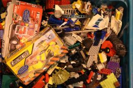 Box of mixed loose Lego, approximately 7kg. Not available for in-house P&P, contact Paul O'Hea at