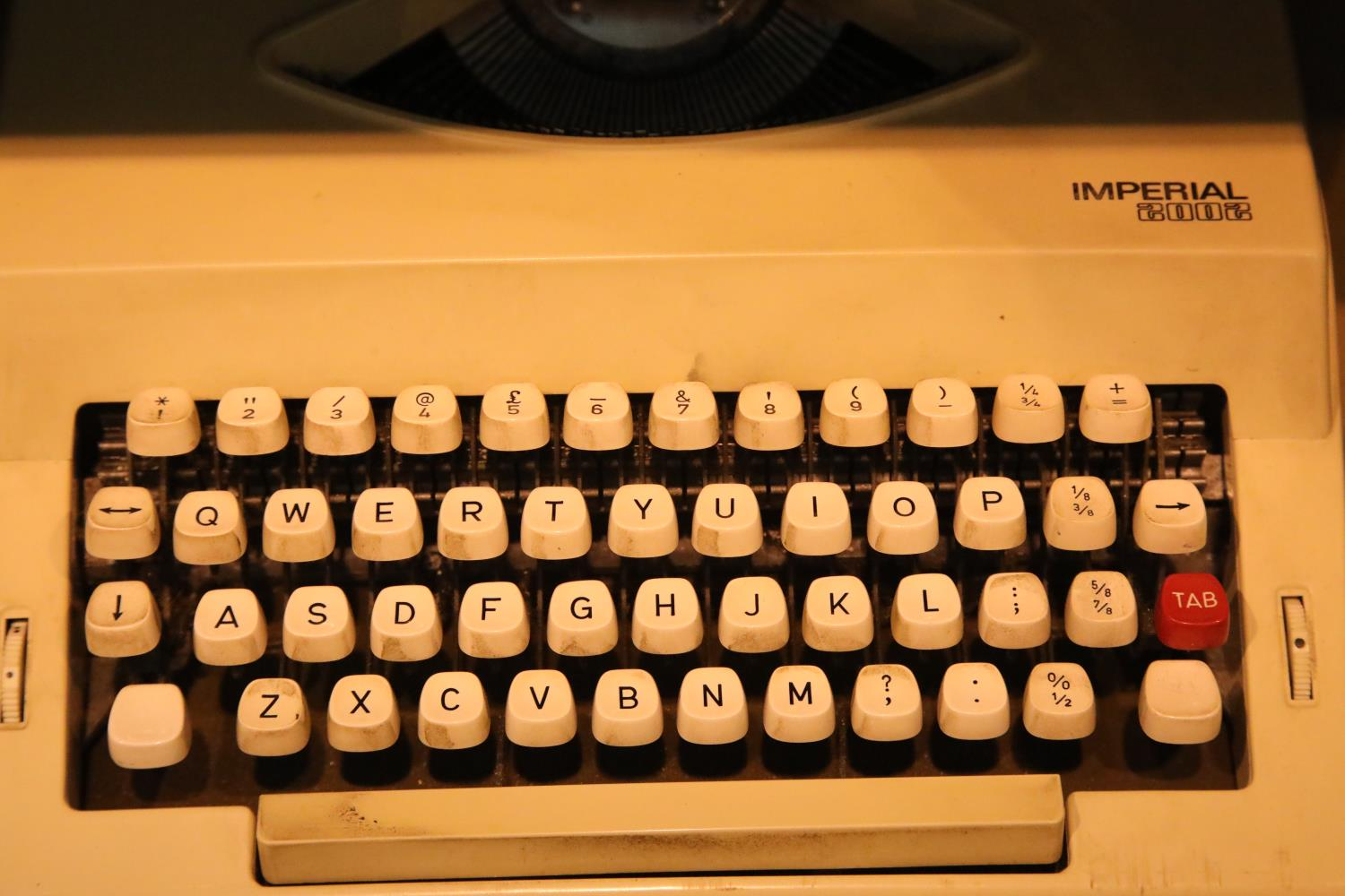 Imperial 2002 mechanical typewriter. P&P Group 3 (£25+VAT for the first lot and £5+VAT for