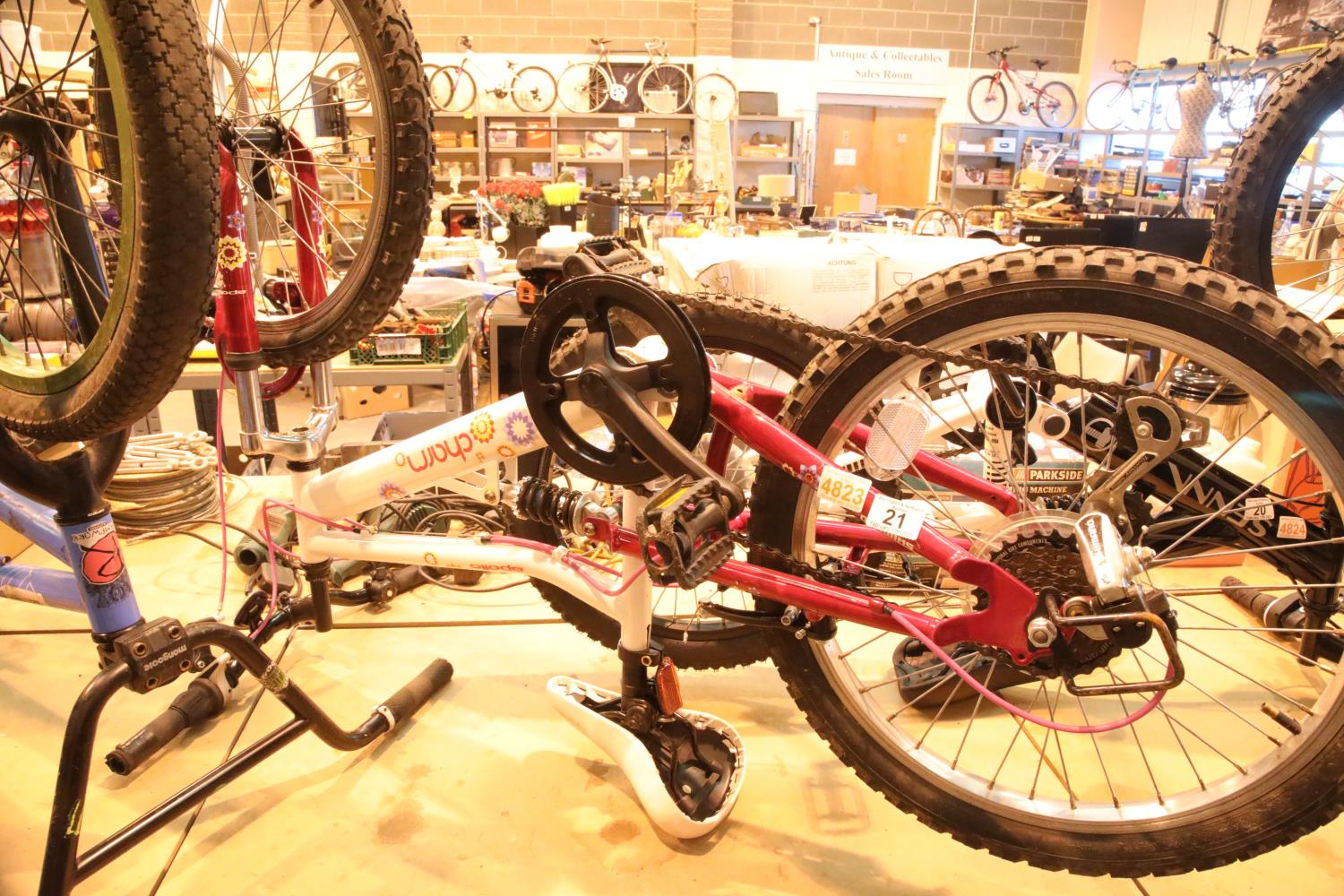 """Apollo Charms child's mountain bike, 6 speed with 20"""" wheels. Not available for in-house P&P,"""