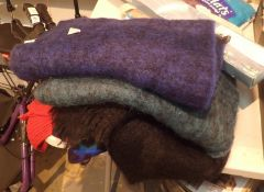 Quantity of mixed woolen scarves. Not available for in-house P&P, contact Paul O'Hea at Mailboxes on