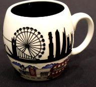 Moorcroft Londinium mug, H: 9 cm. P&P Group 1 (£14+VAT for the first lot and £1+VAT for subsequent