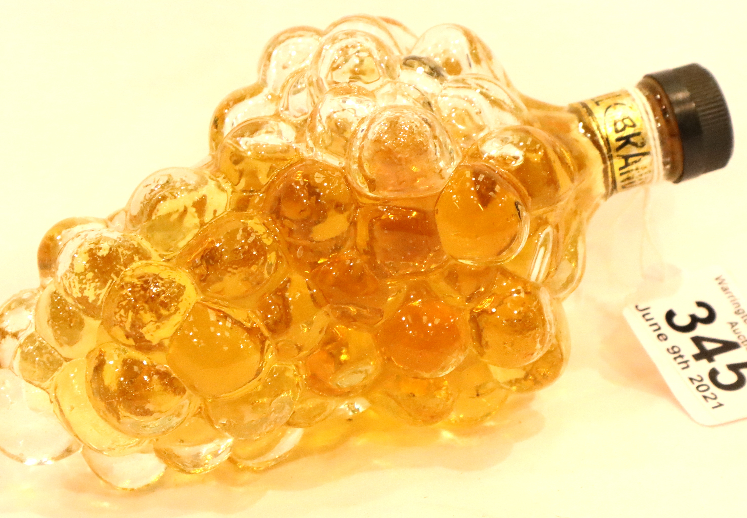 Full brandy bottle in the form of grapes. P&P Group 3 (£25+VAT for the first lot and £5+VAT for