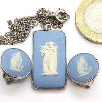 Wedgwood necklace and earrings set, 7.03g. P&P Group 1 (£14+VAT for the first lot and £1+VAT for