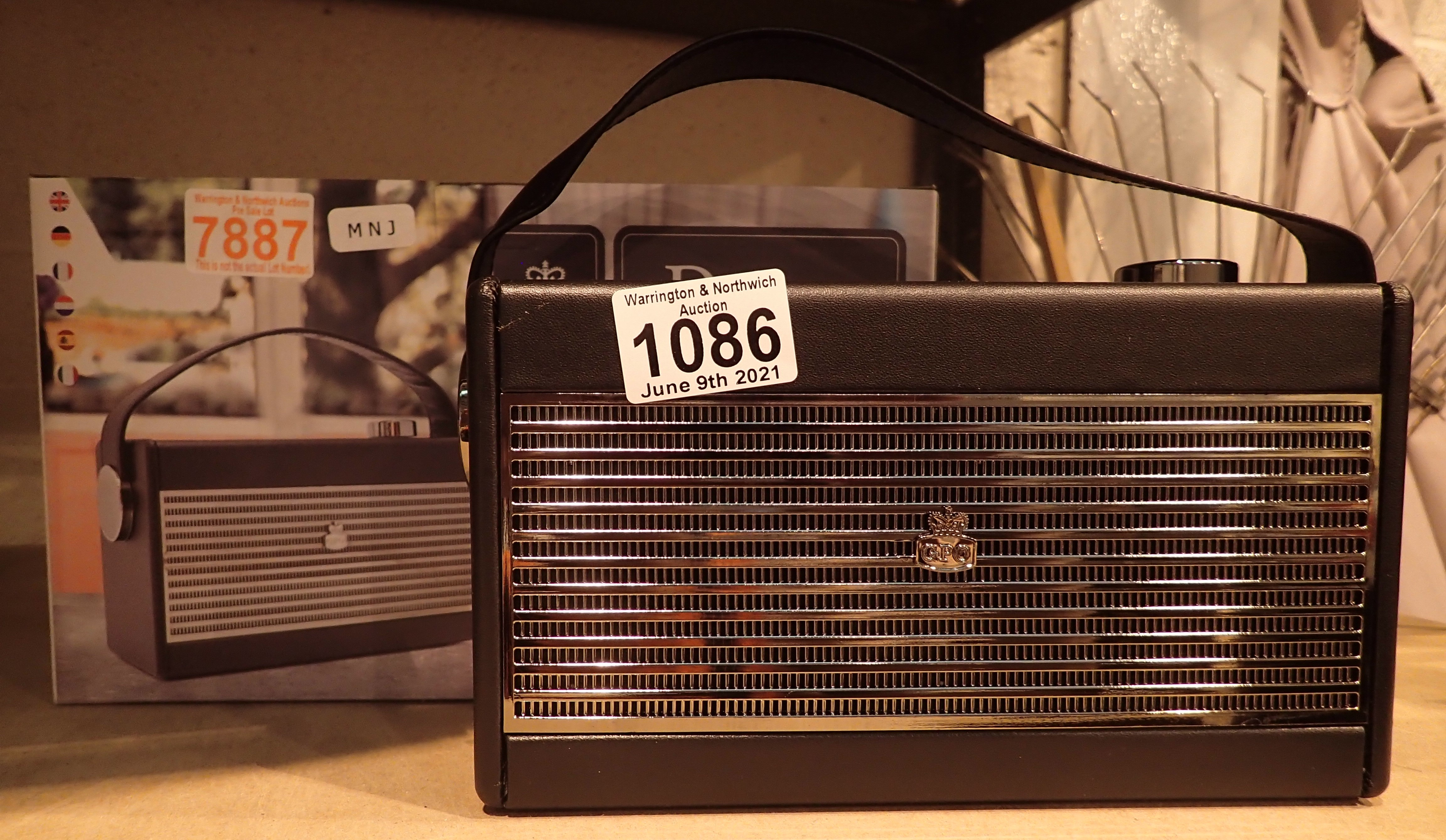 GPO Darcy a portable analogue FM / AM radio with alarm clock. Preset 20 radio stations. Working at