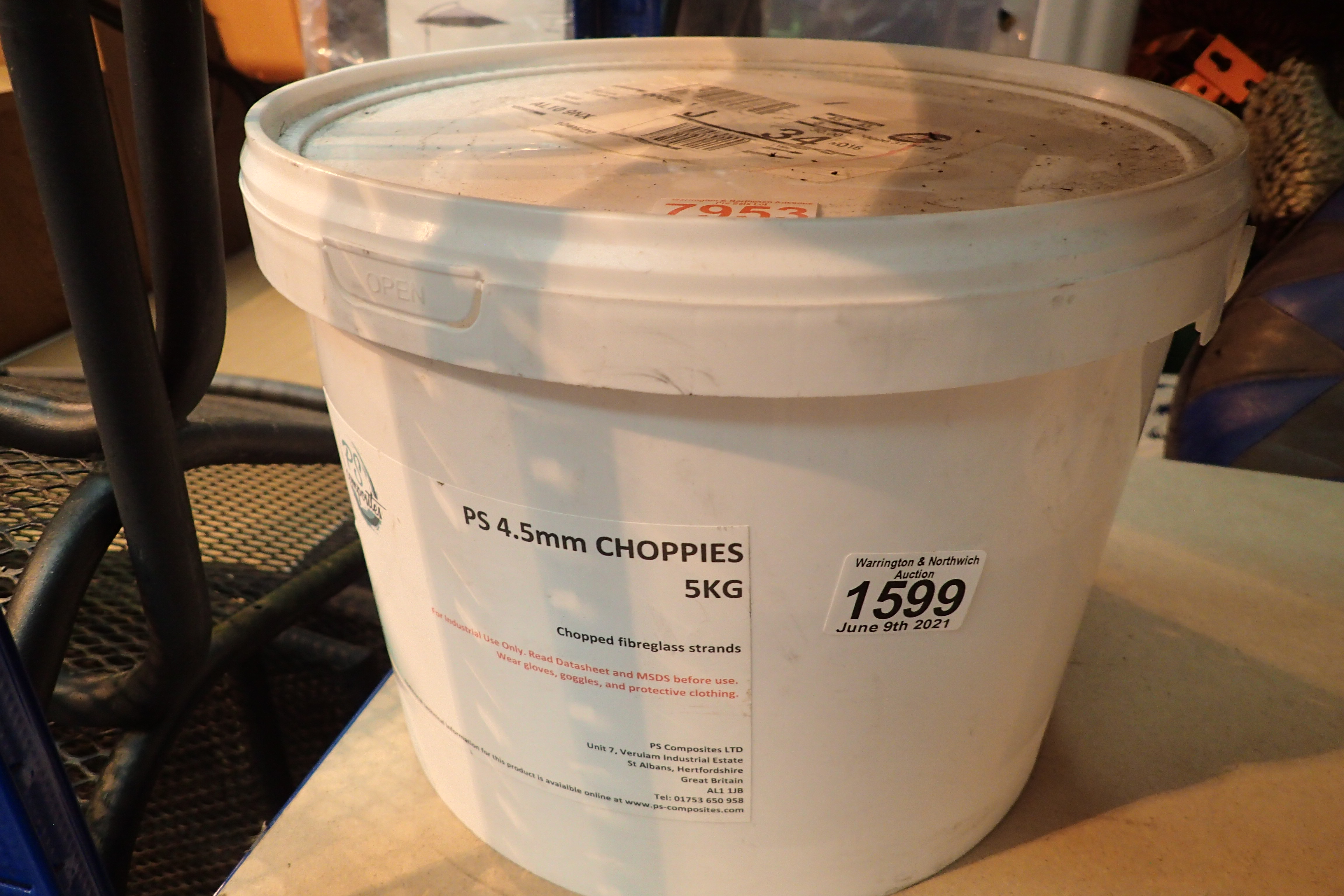 5kg tub of 4.5mm choppies fiberglass strands. Not available for in-house P&P, contact Paul O'Hea