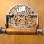 Cast iron Victorian style toilet roll dispenser, L: 18 cm. P&P Group 1 (£14+VAT for the first lot