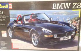 Revell 1:24 scale BMW Z8 plastic kit, appears complete, contents unchecked. P&P Group 1 (£14+VAT for