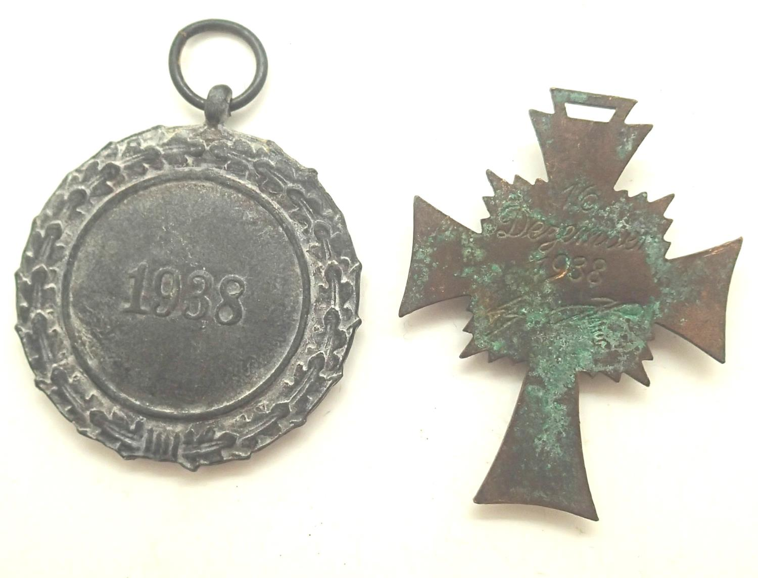 Two German Third Reich medals including a 1938 Luftschutz air raid medal and a bronze grade - Image 2 of 2