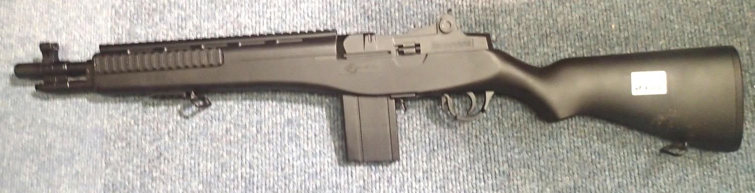Replica BB firing M14 Carbine gun. P&P Group 3 (£25+VAT for the first lot and £5+VAT for
