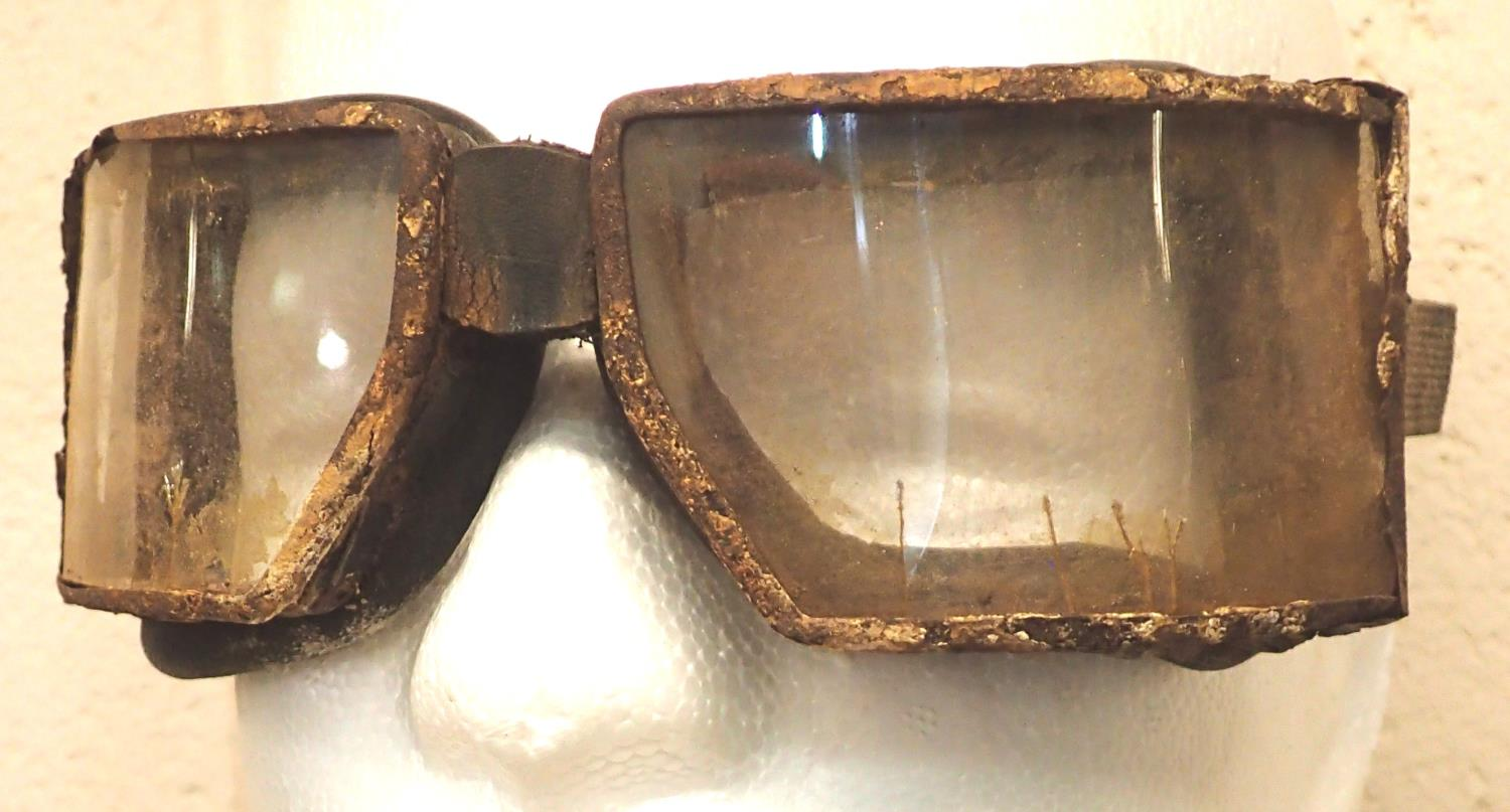 WWI German flying goggles. P&P Group 1 (£14+VAT for the first lot and £1+VAT for subsequent lots) - Image 2 of 2