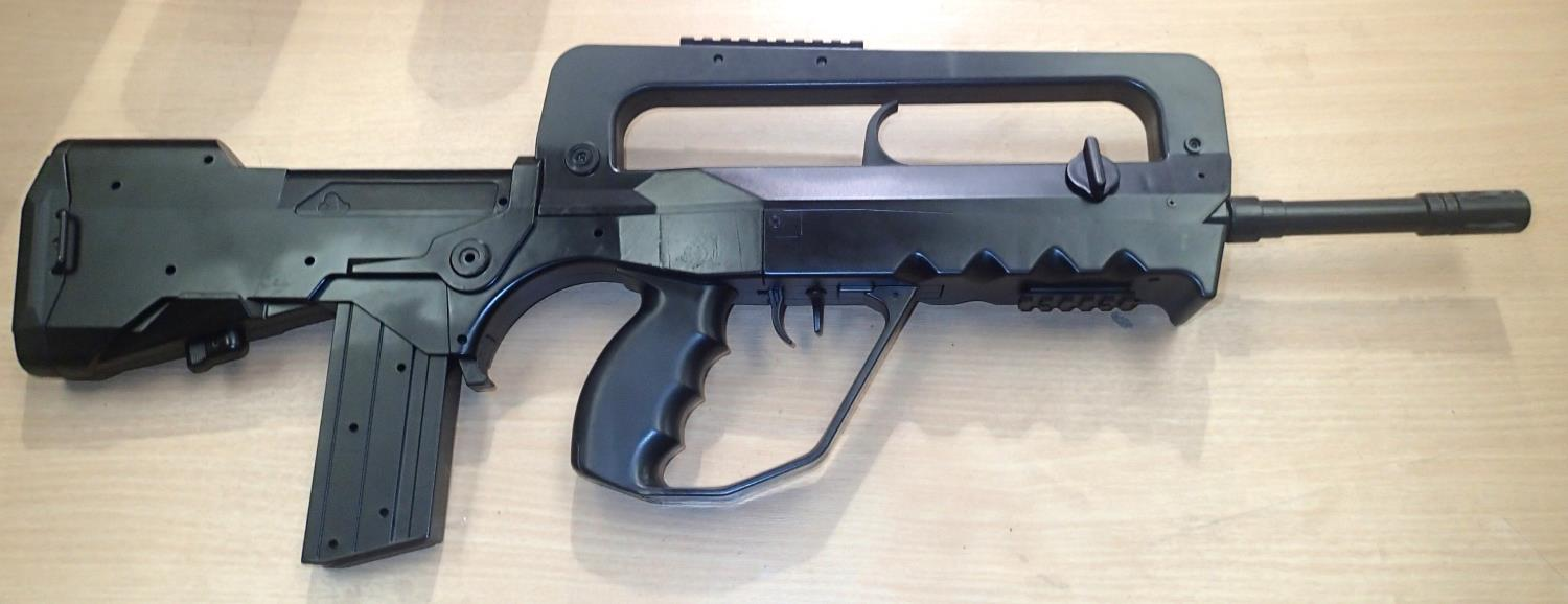 Replica BB firing FAMAS gun. P&P Group 3 (£25+VAT for the first lot and £5+VAT for subsequent lots) - Image 2 of 2