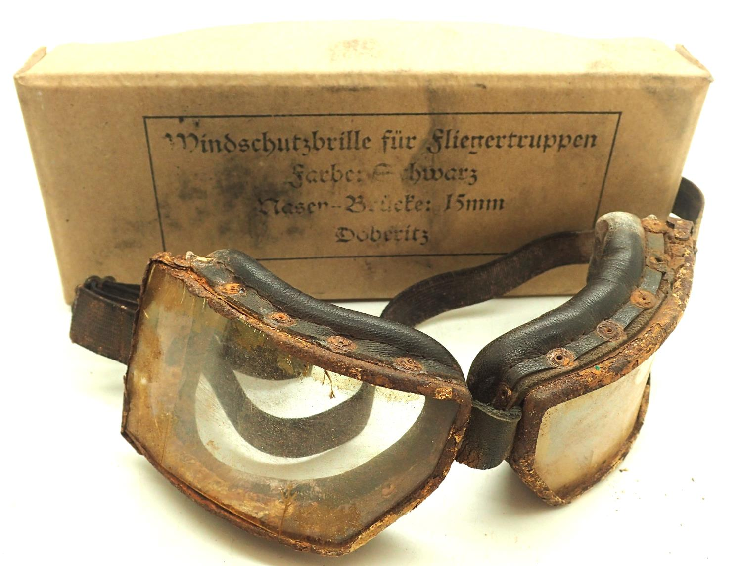 WWI German flying goggles. P&P Group 1 (£14+VAT for the first lot and £1+VAT for subsequent lots)