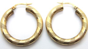 9ct gold hoop earrings, 2.9g. P&P Group 1 (£14+VAT for the first lot and £1+VAT for subsequent lots)