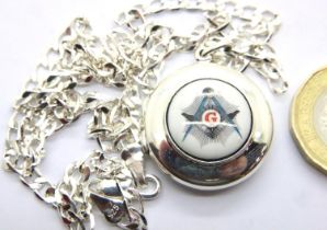 925 silver chain and silver Masonic enamel pendant, 14g. P&P Group 1 (£14+VAT for the first lot
