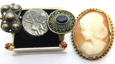 Mixed vintage jewellery including a silver coin mounted ring, cameo brooch and a pair of earrings.