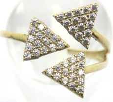 9ct gold stone set ring, size O, 1.4g. P&P Group 1 (£14+VAT for the first lot and £1+VAT for